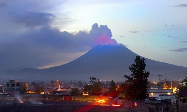 What does Mount Nyiragongo mean? - meaning of moiunt ...