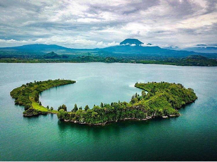 5 days Mount Nyiragongo hike and Tchegera Island visit